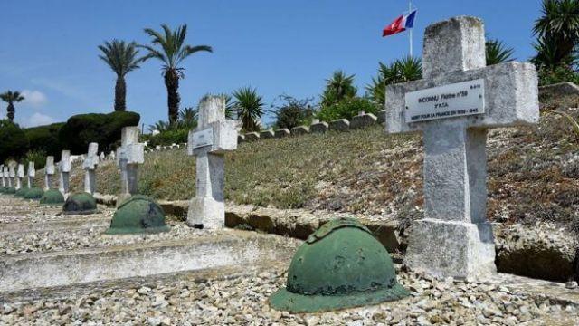Tumba de soldados tunecinos fallecidos peleando por Francia en la Segunda Guerra Mundial.