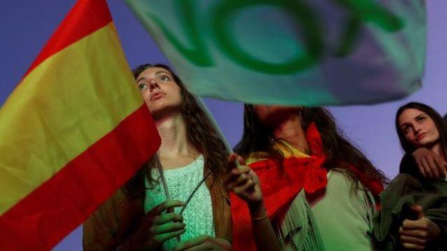 Apoiadores do Vox aguardam resultados em Madri