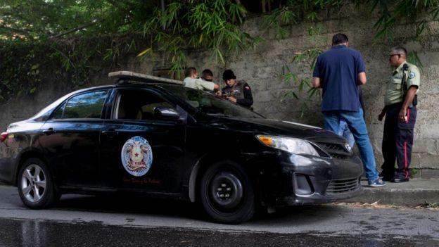 La vigilancia de la vivienda de Leopoldo López, donde éste se hallaba bajo arresto domiciliario, estaba a cargo del Sebin.