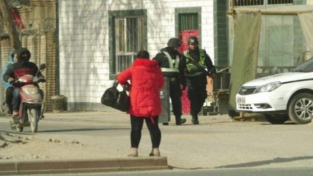 Cina menyebut bahwa yang mereka lakukan di Xinjiang adalah memerangi separatisme dan ekstremisme kaum militan Islamis.