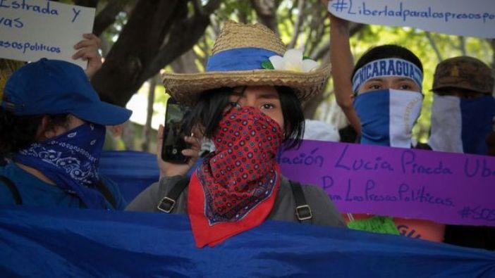 Estudiante nicaragüense en una protesta.