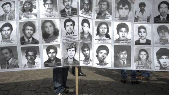 Fotos de víctimas de violaciones a los derechos humanos en el conflicto salvadoreño.