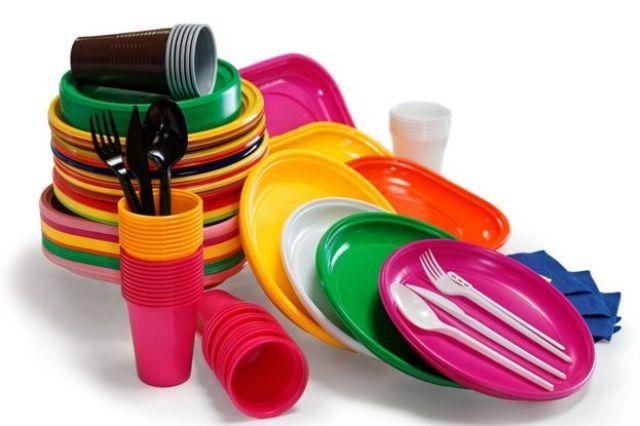Pratinhos, copinhos e talheres plásticos