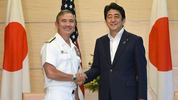 Đô đốc Harry Harris tiếp kiến Thủ tuớng Nhật Shinzo Abe tại Tokyo ngày 26/7/2016