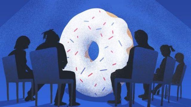 Grupo de apoio com donut no centro