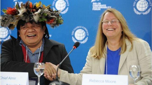 Almir Suruí e Rebecca Moore
