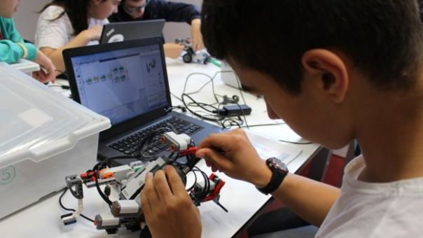 Los últimos gobiernos vascos han invertido en educación científica e investigación y desarrollo.