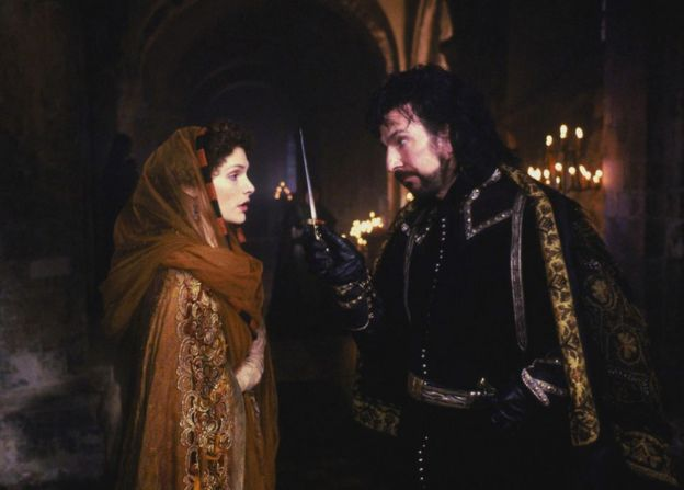 Mary Elizabeth Mastrantonio and Alan Rickman in Robin Hood Prince of Thieves, 1991