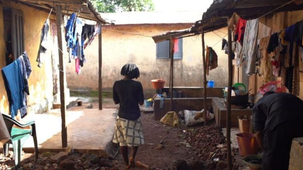 BBC Ekibi, Fatou'yu Gine'nin başkenti Conackry'deki evinde buldu.