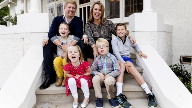 Carolyn Creswell con sus cuatro hijos.