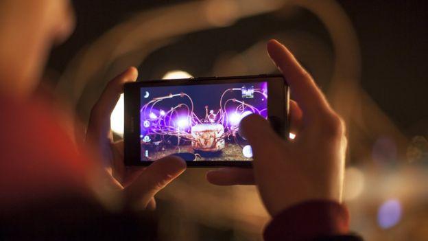 O debate sobre os riscos do celular para a saúde ainda não tem claras conclusões