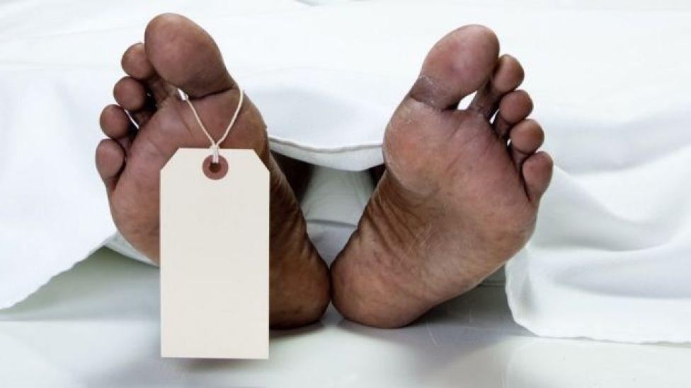 Cuerpo en la morgue
