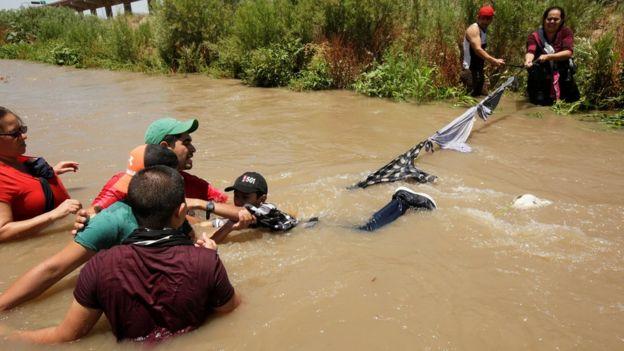 Honduras asylum seekers crossing the Rio Bravo river