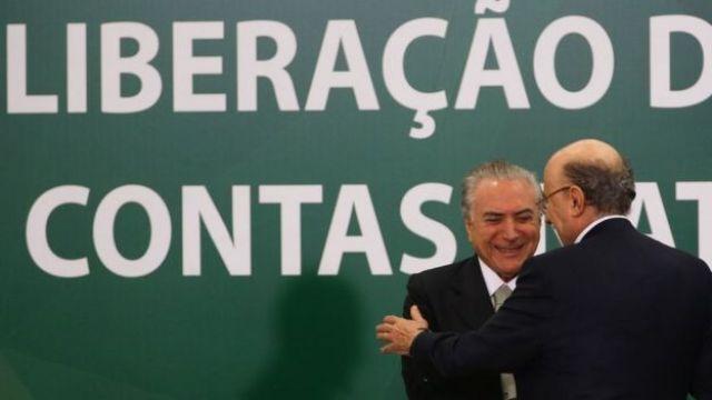 Presidente Michel Temer e o ministro da Fazenda, Henrique Meirelles, durante anúncio do calendário de saque das contas inativas do FGTS