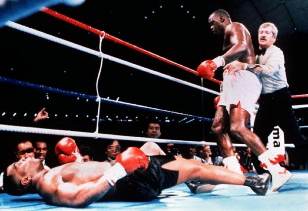 Mike Tyson es noqueado por Buster Douglas