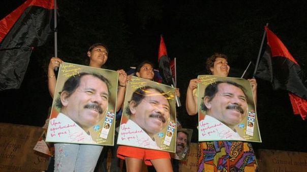 Simpatizantes de Ortega celebran su triunfo en las elecciones de 2006.