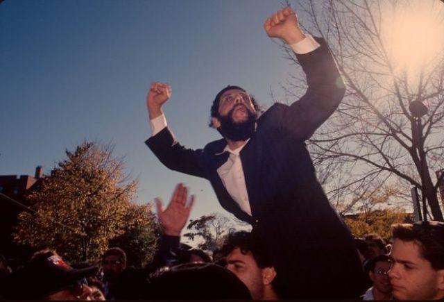 judeus ortodóxicos em 1990, gritando nas ruas