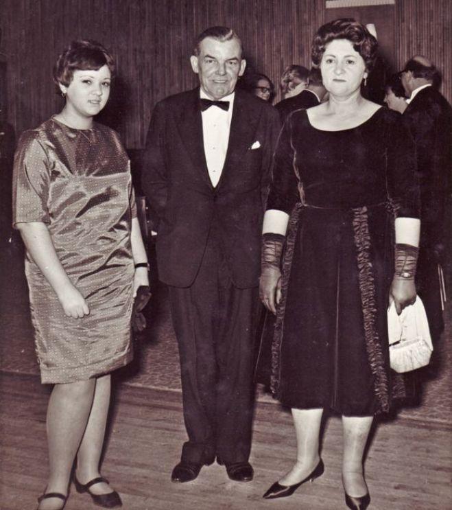 Norma, le mari de sa mère Mary, George et Mary