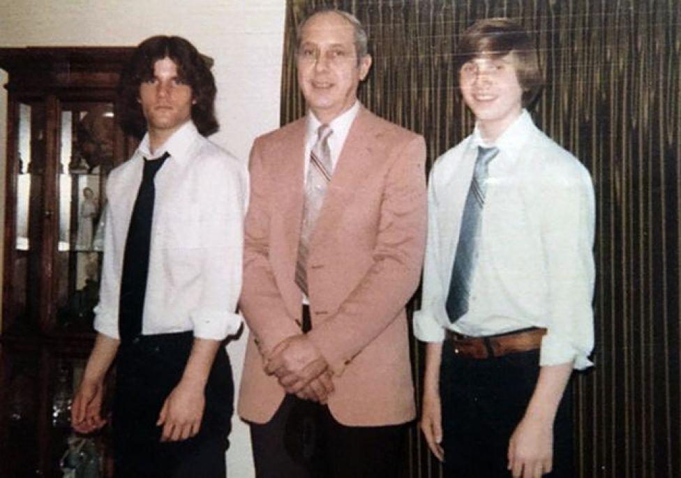 Paul con su papá, Chester, y su hermano, Dave
