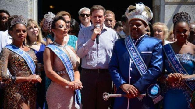 Rei Momo recebe chave da cidade e abre carnaval no Rio