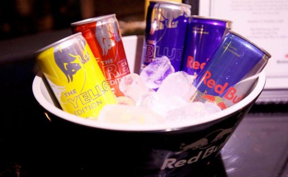 Latas de Red Bull.