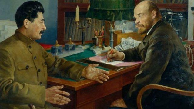Lenin y Stalin conversando