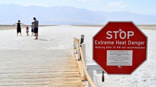 Sinal de alerta sobre o calor no Vale da Morte
