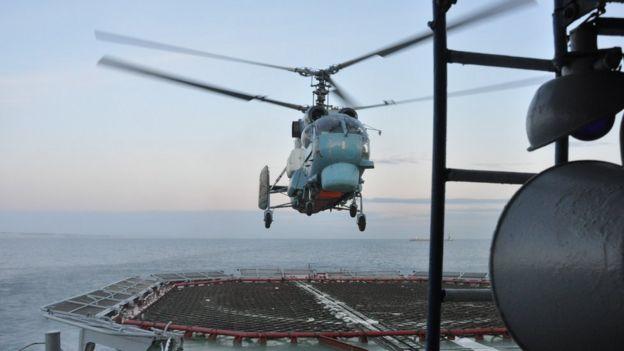 Посадка вертольота на фрегат
