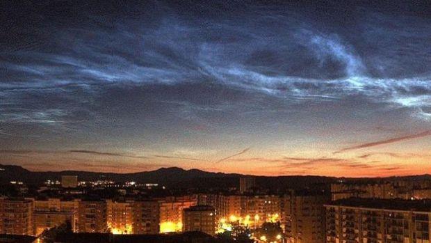 Nubes noctilucentes en la ciuadad española de Logroño.