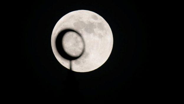 Eclipse lunar visto desde Abu Dhabi.