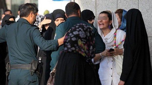 در چهار دهه گذشته حکومت اسلامی در ایران تلاش کرده است الگوی حجاب شرعی را به زنان تحمیل کند.