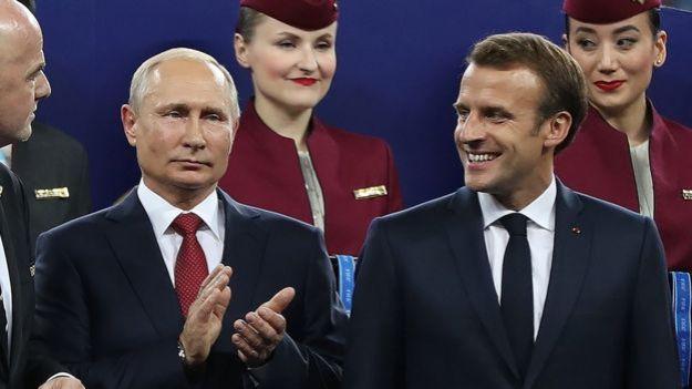 El presidente ruso Vladimir Putin y el presidente francés Emmanuel Macron, fotografiados aquí en la final de la Copa del Mundo 2018.
