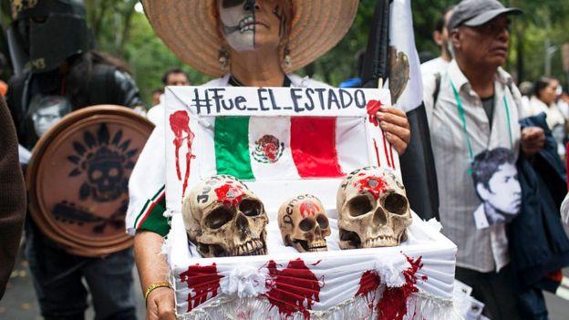 Protesta contra la desaparición y supuesta muerte de 43 estudiantes en Ayotzinapa, México, 26 de septiembre de 2015
