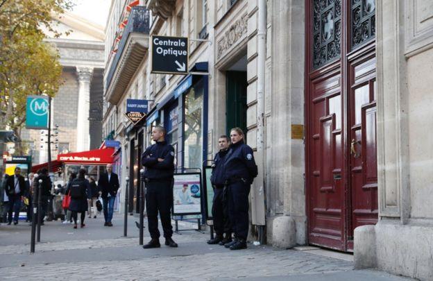 Kim Kardashian West robbed of millions by Paris gunmen