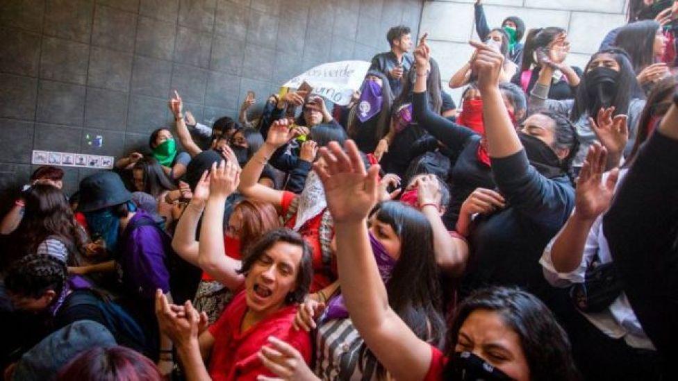 Estudiantes protestan en Chile.