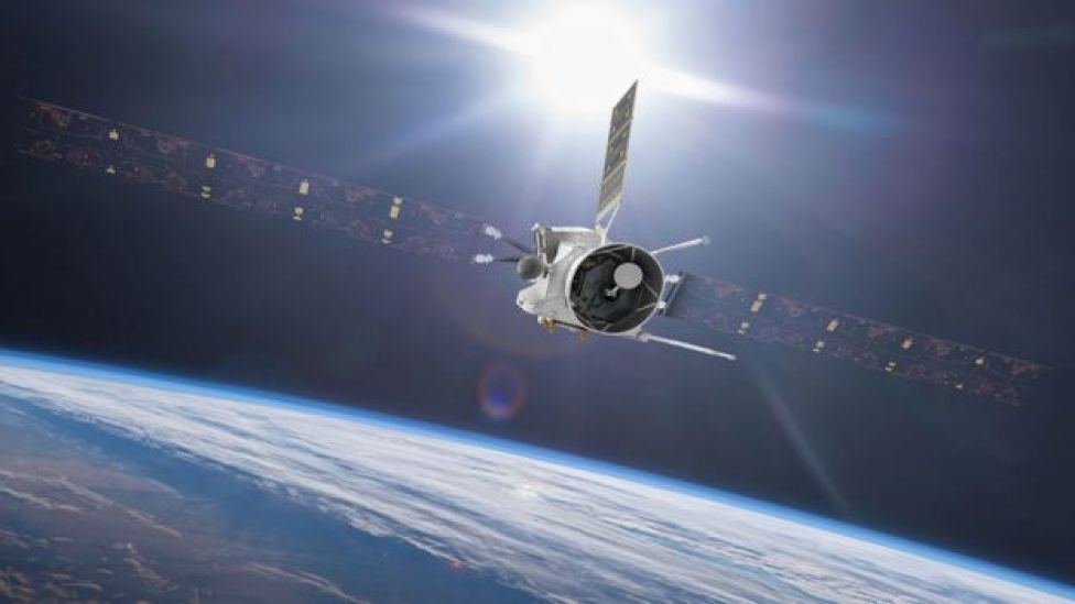 Ilustración de BepiColombo en un sobrevuelo a la Tierra