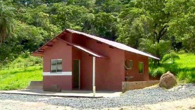 Casa construída da lama de barragem que fica em Pedro Leopoldo, num laboratório da UFMG