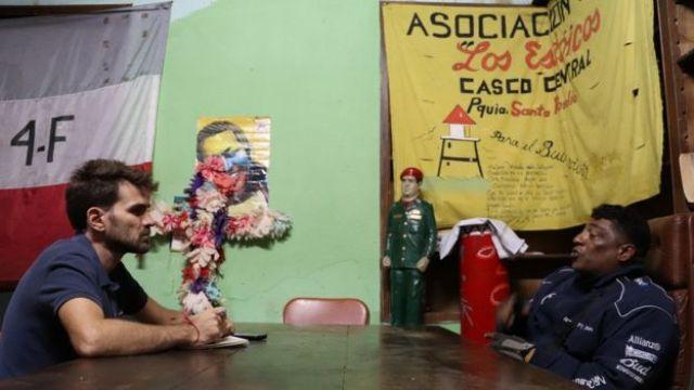 Subero, homem que está à frente de um dos coletivos que atuam em defesa do mandato de Nicolás Maduro, na Venezuela