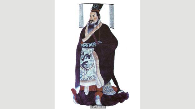 Tần Thủy Hoàng, người đã mất năm 49 tuổi vào năm 210 TCN, là vị hoàng đế đầu tiên thống nhất được các quốc gia chinh chiến với nhau ở Trung Quốc thành một quốc gia duy nhất.