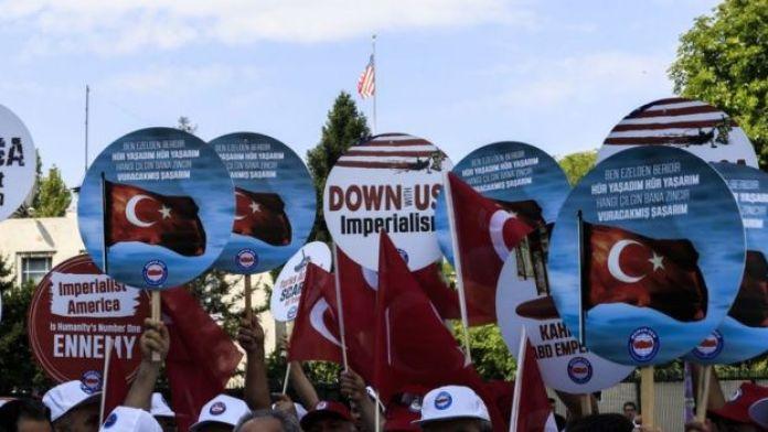 Manifestación en Ankara en contra de Estados Unidos.