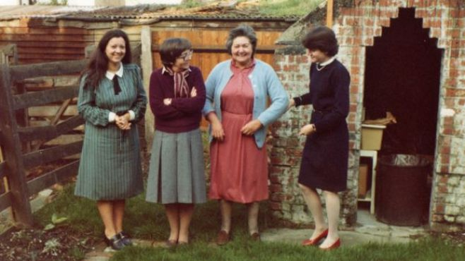De gauche à droite : Norma, Mme Belcher Mary Francis, Mary Belcher