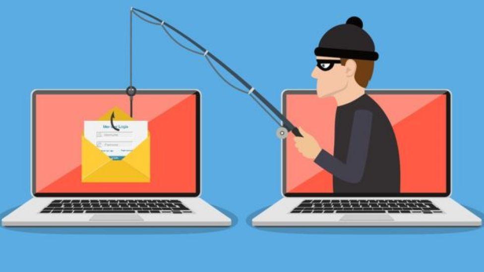 Hacker robando datos