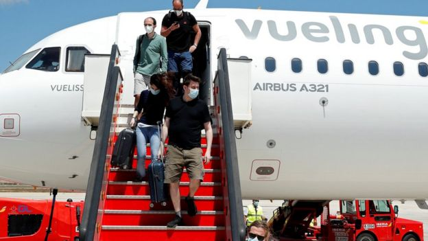 Passengers leave a plane in the Balearic Islands