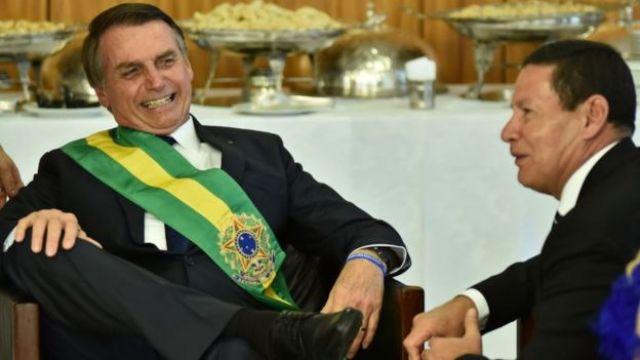 Jair Bolsonaro (esq.) e Hamilton Mourão no dia da posse