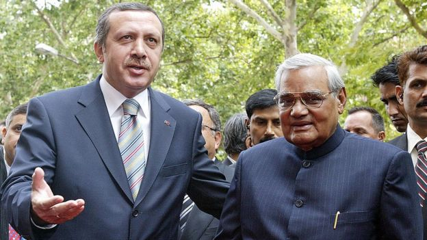 Atal Bihari Vajpayee, the then Indian Prime Minister with President Ardo परan on a Turkish tour in 2003