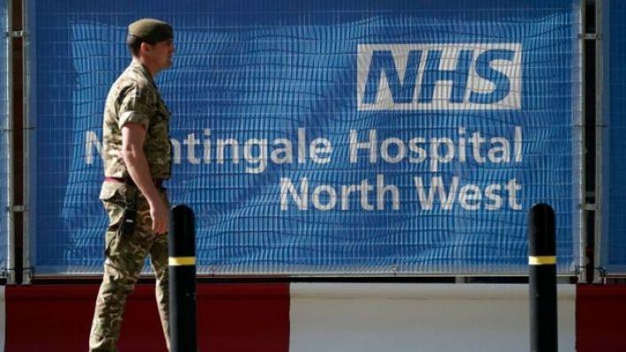 Hükümet, inşa edilen yeni hastanelerle ülke genelindeki yoğun bakım yatağı kapasitesinin artırıldığını söylüyor.