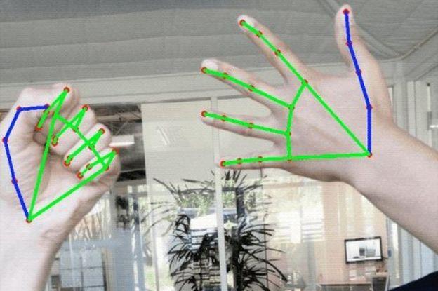 جوجل تتبع اليد بيدين