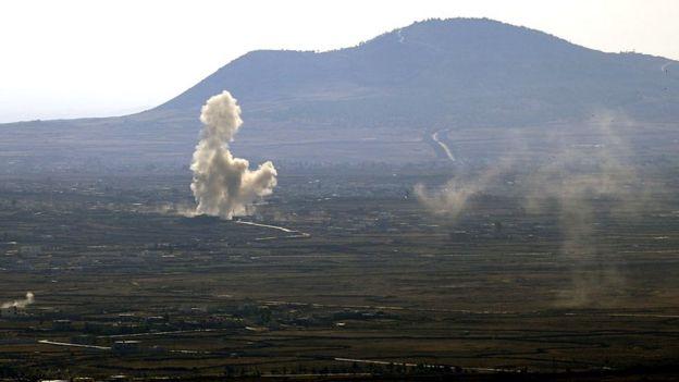 Humo provocado por enfrentamientos en Siria, vistos desde los ocupados Altos de Golán