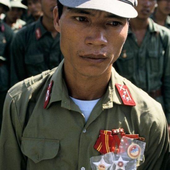 Một người lính Việt Nam trở về TP Hồ Chí Minh sau khi Việt Nam rút quân khỏi Campuchia vào tháng 9/1989