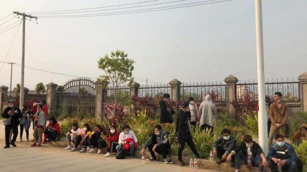 အထောက်အထားမဲ့ မြန်မာလုပ်သားတွေကို ဖမ်းဆီးပြီး မြန်မာဘက် ကို ပြန်ပို့တာတွေကိုလည်း လုပ်ဆောင်ခဲ့
